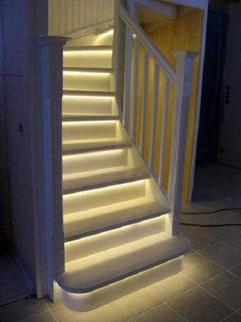 Выбирая систему подсветки лестницы, необходимо опираться на некоторые критерии ее оценки