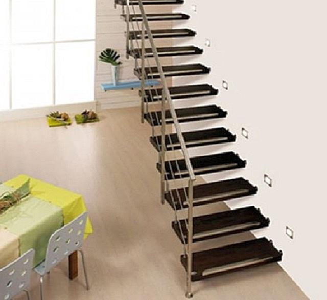 Отличное решение для современных интерьерных стилей – лестница на больцах как будто вообще не «ворует» пространства в помещении