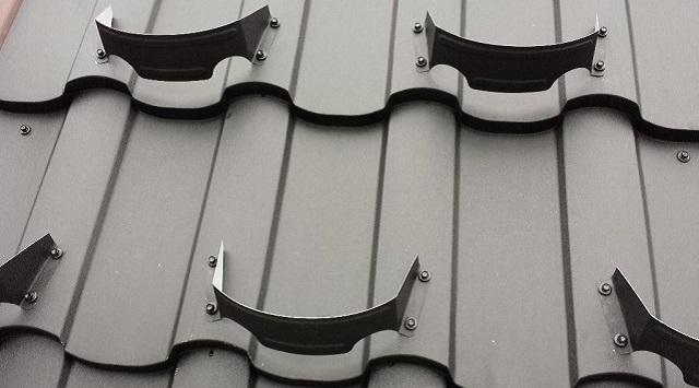 Подковообразные точечные снегозадержатели выпускаются под конкретный профиль металлочерепицы.