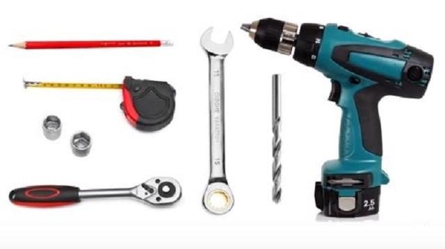 Нехитрый набор инструментов для монтажа кровельных снегозадержателей