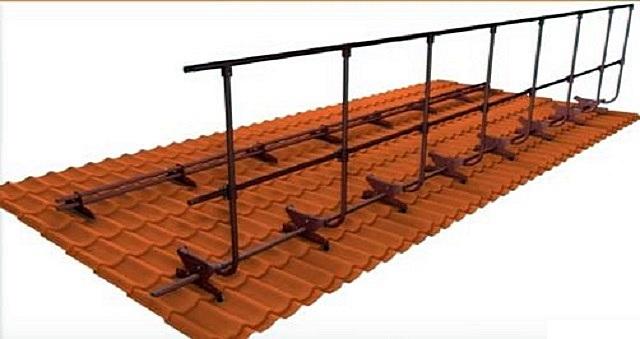 Помимо снегозадерживающего барьера, в систему включено и высокое ограждение кровельного ската