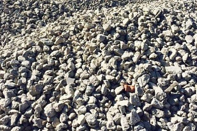 Старые демонтированные или выбракованные на производстве бетонные конструкции идут на переработку – из них получают бетонный щебень
