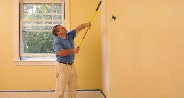 При выполнении отделочных работ следует добиваться максимально ровного распределения краски по поверхности.