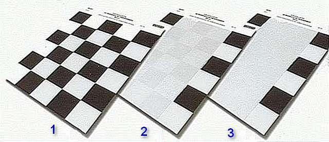 На иллюстрации – последовательность тестирования краски на укрывистость. После нанесения второго слоя разница между черными и белыми квадратами на окрашенном участке стала незаметной.