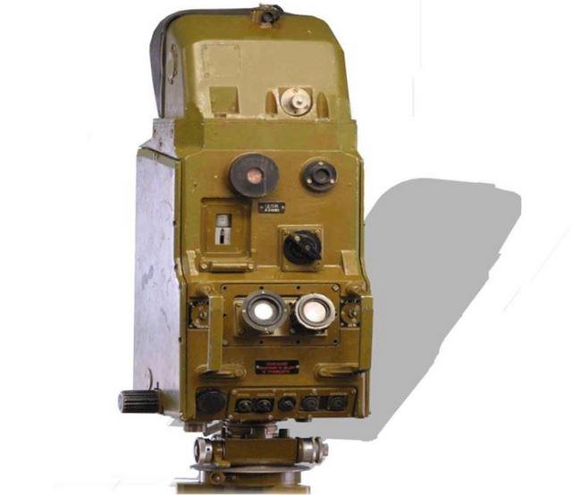 Дальномер артиллерийский квантовый ДАК-1 – когда-то считался чудом современной техники. Но это только приемо-передатчик, а к нему ещё шел массивный приборный блок с аккумуляторами питания.