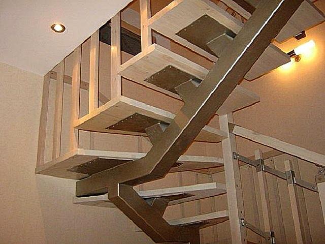 А так может «вживую» выглядеть лестница с центральным прямым косоуром