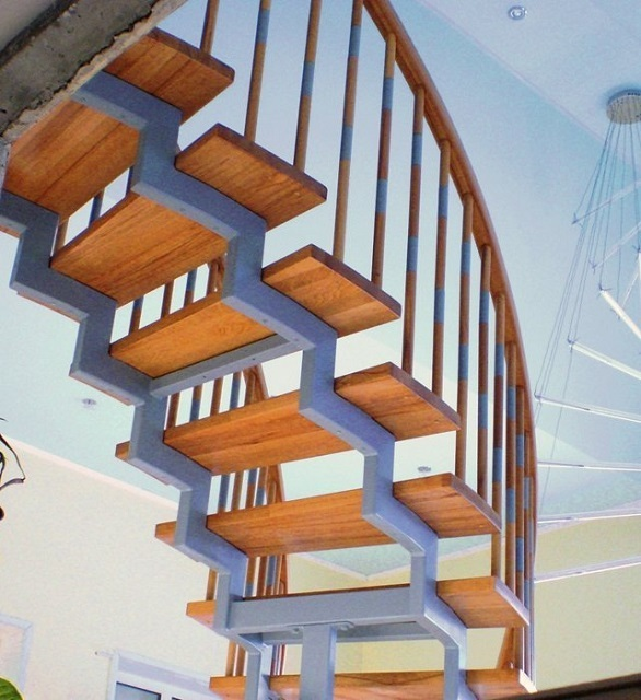 Лестница с большим радиусом поворота и прямоугольными ступенями – сочетает внешнюю оригинальность, как у винтового типа, с удобством и безопасностью перемещения, как у маршевого