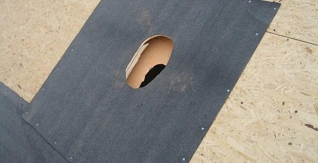 Вырез в подкладочном ковре для прохода вентиляционной трубы