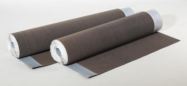 Другой вариант – имеется самоклеящаяся полоса, предназначенная как раз для герметизации нахлеста соседних полотен.