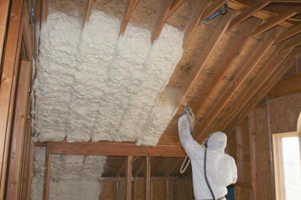 Пожалуй, самый надежный и эффективный способ термоизоляции скатной крыши – напыление пенополиуретана
