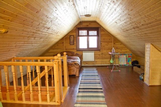 Чердачное помещение – весьма серьезный «довесок» к общей площади частного дома, и будет очень разумно использовать его по максимуму
