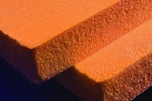 Несмотря на близкое «родство» с белым пенопластом в плане химического состава, экструдированный пенополистирол – это уже материал совсем другого уровня качества