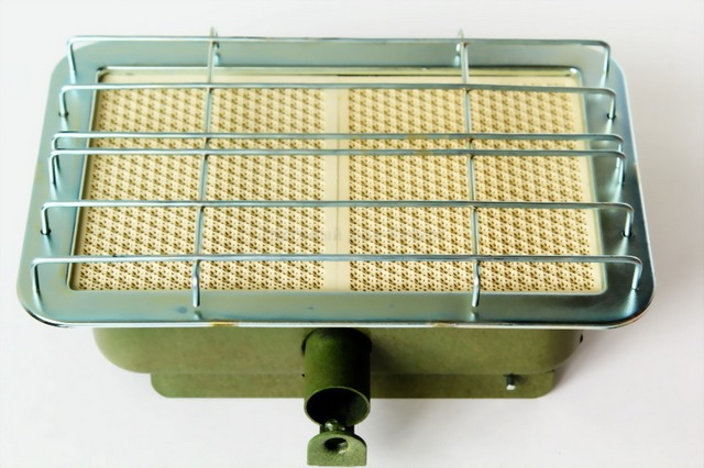 Керамическая горелка с особой «сотовой» структурой – основной элемент большинства газовых инфракрасных обогревателей.