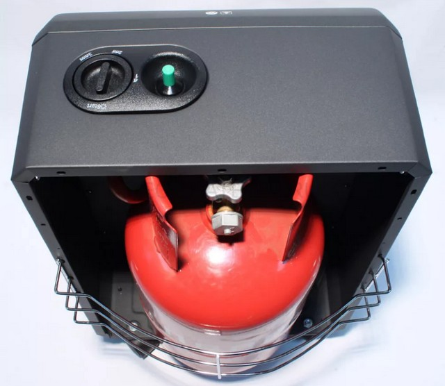 Очень часто конструкция домашних газовых обогревателей предусматривает скрытую, внутреннюю установку стандартного баллона