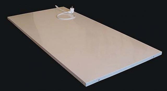 Инфракрасные обогреватели могут и не выдавать себя характерным свечением и не разогреваться до опасных температур. Пример тому — панельные приборы настенного или потолочного размещения.