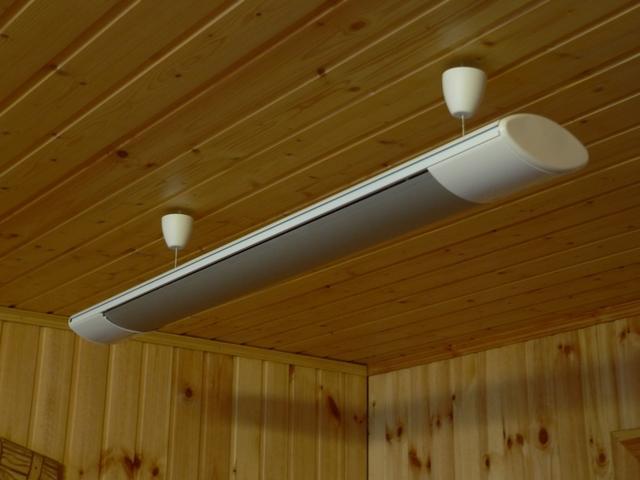 Это – не светильник, как может показаться изначально, а инфракрасный электрический обогреватель потолочной установки.