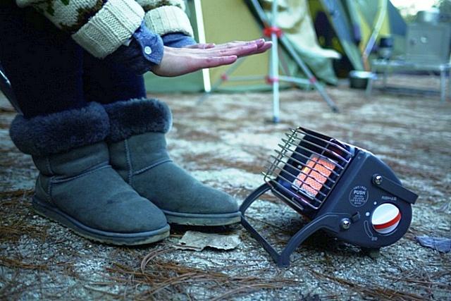 Такой компактный газовый инфракрасный обогреватель вполне можно взять с собой в поход или на рыбалку. Он и палатку обогреет, и поможет приготовить нехитрую еду.
