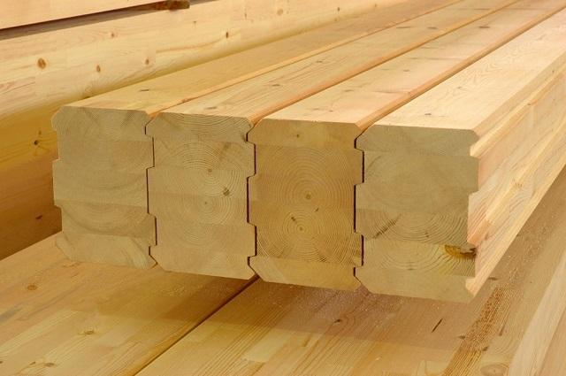 Использование для строительства профилированного бруса обеспечивает очень плотную подгонку деталей при монтаже стен