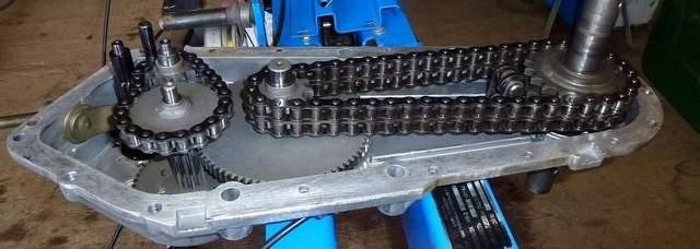 Мощным тяжелым мотоблокам присущи системы передач цепного, шестерёночного или комбинированного типа