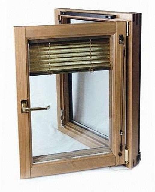 Конструкция окон «Tiivi» позволяет размещать солнцезащитные жалюзи между внешней и внутренней рамой.