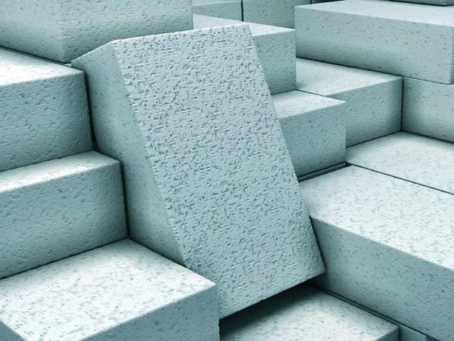 Газобетонные блоки обычно отличает однородный светлый, даже с небольшим голубовато-серым отливом цвет