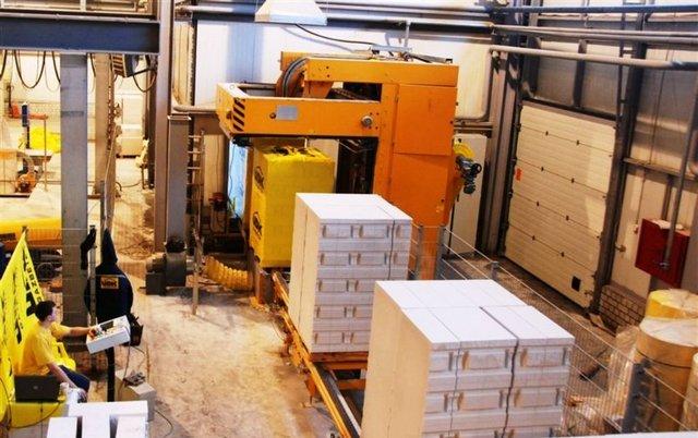 Тщательная упаковка готовых газобетонных блоков – отнюдь не только «маркетинговый ход» производителя, а важное требование технологии хранения материала