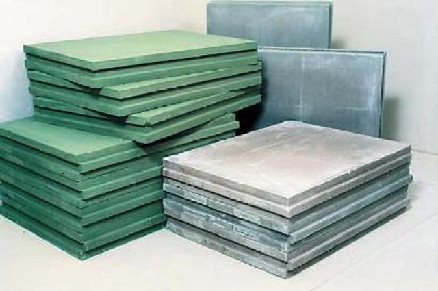 Отличительная особенность влагостойких гипсовых пазо-гребневых поит – зелёная окраска в массе, то есть по всей толщине материала