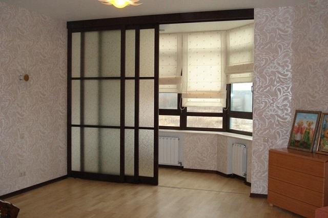 Раздвижная перегородка между комнатой и благоустроенной утепленной лоджией
