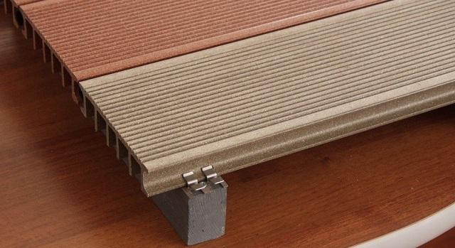 Прекрасно послужит в качестве влагостойкого, приятного для ног и вполне симпатичного покрытия бетонного пола террасная доска – декинг.