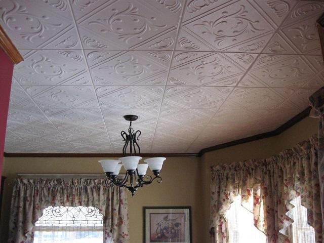 Пенополистирольные плитки, благодаря своей невысокой стоимости, остаются в разряде популярных материалов, несмотря на многочисленные недостатки.