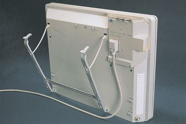 Один из вариантов систем крепления конвектора на поверхность стены