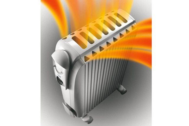 Оригинальная форма корпуса с вертикальными сквозными каналами добавляет к функциональности масляного радиатора еще и возможности обогревательного конвектора.