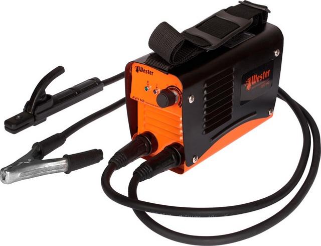 Обычная оснащённость ММА-аппарата: регулировка сварочного тока, два провода с зажимом массы и с держателем электродов.