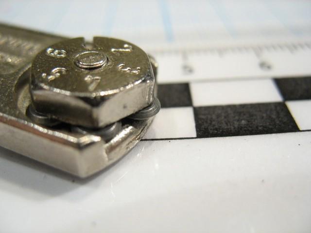 Рабочий элемент стеклореза – блок с одним или несколькими твердосплавными роликами