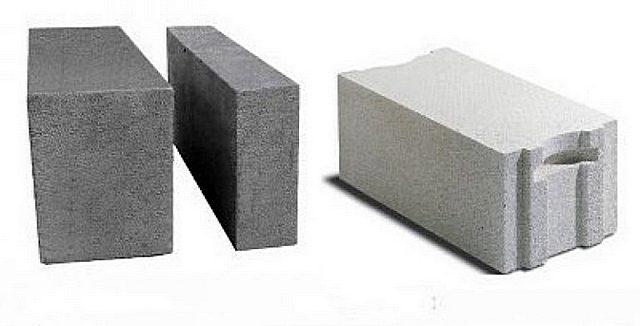 Различия между пенобетонными (слева) и газобетонными блоками есть, и немалые. Но с точки зрения выбора фундамента, эта разница особо не сказывается.