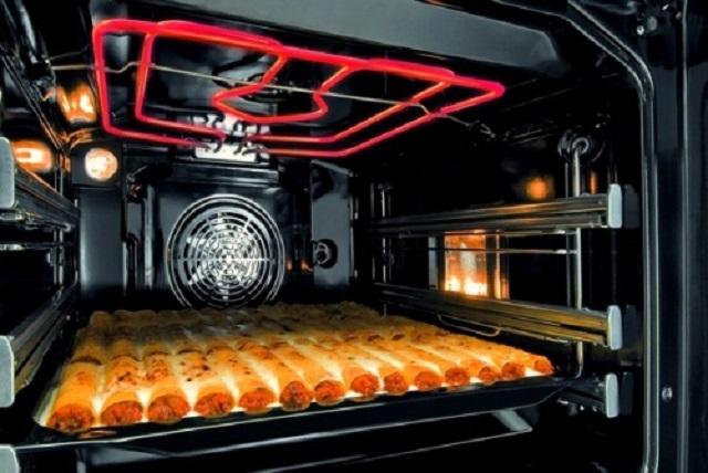 Электрическая духовка с функцией гриль. ТЭН для гриля располагаете всегда открыто, чтобы создавать мощный инфракрасный нагрев.