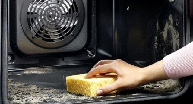 Пиролитическая очистка – за счет очень высоких температур жировые отложения и прочий «мусор» превращаются в пепел, не приставая при этом к стенкам духовки.