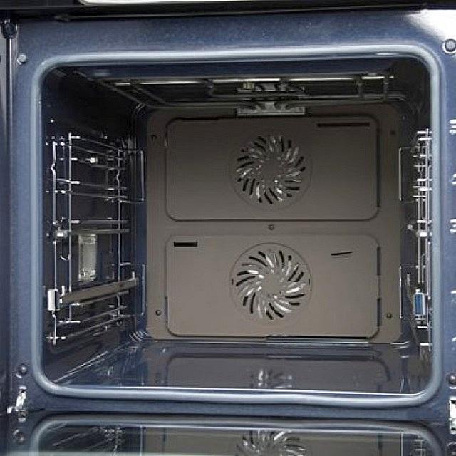 Общее у электрических и газовых духовок – это наличие объемного металлического шкафа, в котором и происходит процесс приготовления блюд.