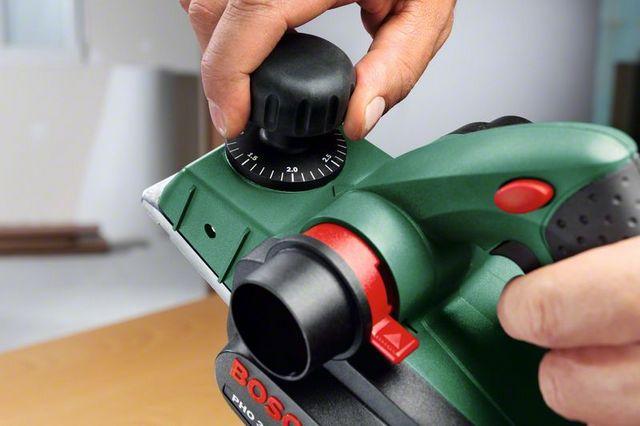 Установка глубины обработки по шкале – с точностью до десятой доли миллиметра