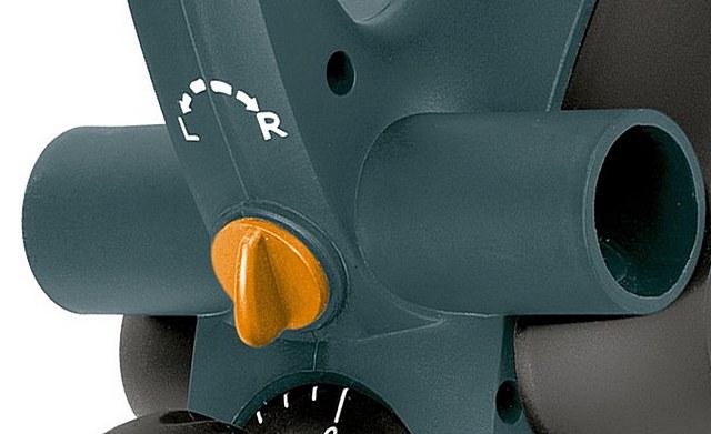 Патрубки расположены с обеих сторон рубанка, а направление выброса опилок задается специальной заслонкой, с переключателем «влево» — «вправо».