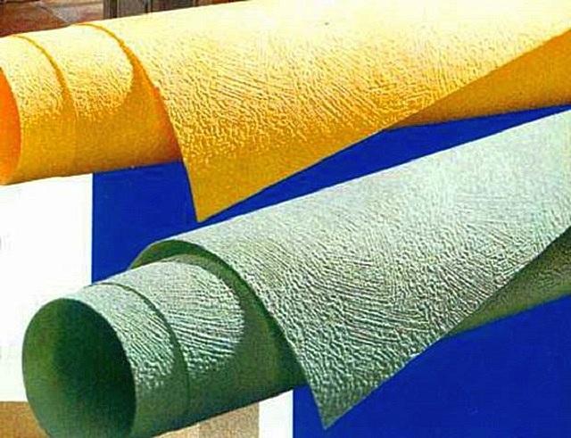 Стекловолоконные обои под покраску могут поступать в продажу с уже имеющейся тонировкой того или иного цвета.