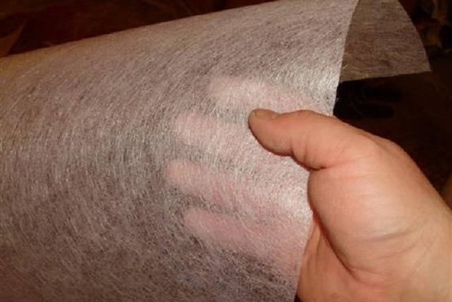 Основные различия стеклохолстов-«паутинок» — в толщине и плотности материала