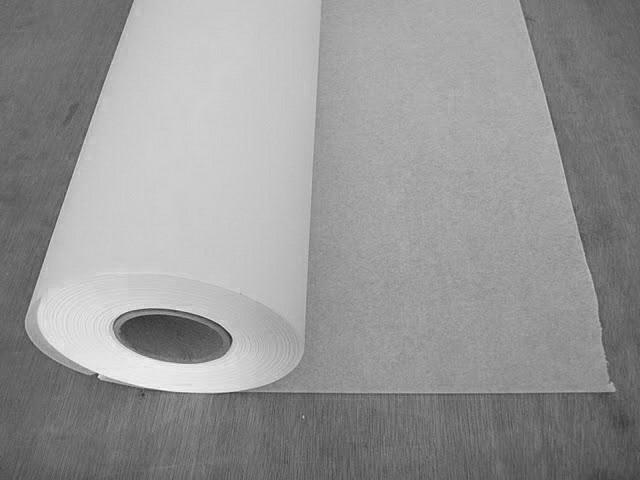 Полотна с гладкой поверхностью, без нанесенного рисунка, часто именуют «ремонтным флизелином»