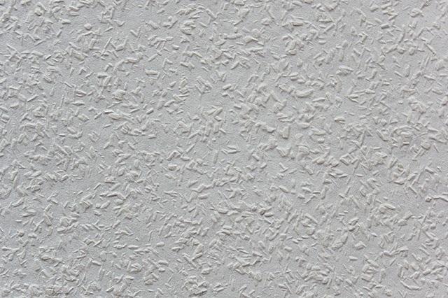 Оригинальные бумажные обои под покраску – необходимую рельефность им придают размещенные между внутренним и внешним слоями натуральные деревянные опилки.