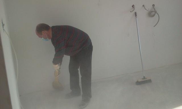 Традиционными методами уборки с помощью веников или щеток в случае со строительной пылью добиться качественного результата невозможно.