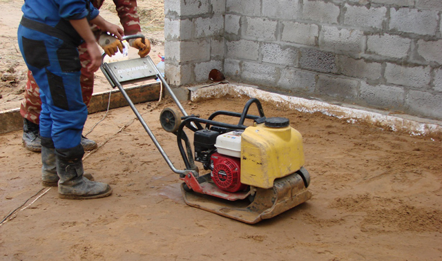 Механизированная трамбовка песка