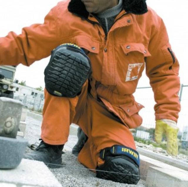 Хороший строитель никогда не боится «встать на колени», если они защищены должным образом