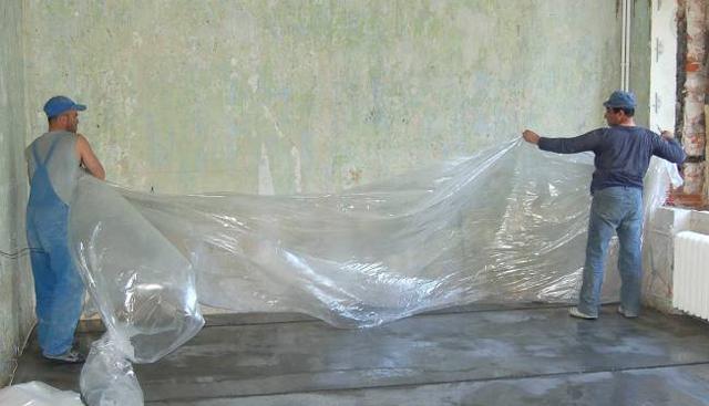Укрытие стяжки пленкой