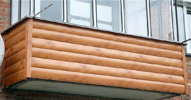 Стальной сайдинг внешне тоже бывает неотличим от деревянной отделки – все зависит от типа и качества внешнего защитно-декоративного покрытия