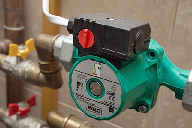 Правильно подобранный насос обеспечивает стабильную циркуляцию теплоносителя с требуемыми показателями напора и производительности